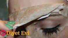 Yağlı siyah noktalara yumurta akı yüz maskesi