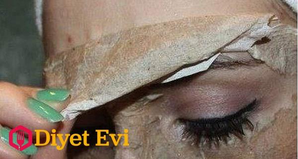 Yağlı siyah noktalara yumurta akı yüz maskesi ile sivilce, kızarıklık, siyah noktalardan kısa sürede kurtulabilirsiniz. Bu maske sorunlu cildi olanlar için yüzlerine uygulayabilecekleri doğal bir karışımdır. Üstelik güzellik salonlarında yapılan maskeler kadar etkilidir. Yapacağınız maske sivilceleri, zamanla biriken ölü hücreleri, gözeneklerinizde oluşan siyah noktaları yok eder, cildinizdeki kırışıklıkları onarır ve cildinizi temizler. İşte gerekli malzemeler ve hazırlanışı...